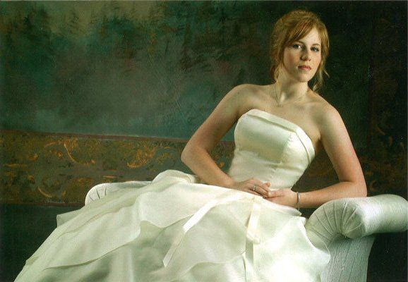 Bride posing in the couch