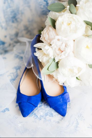 Blue shoes and white bouquet