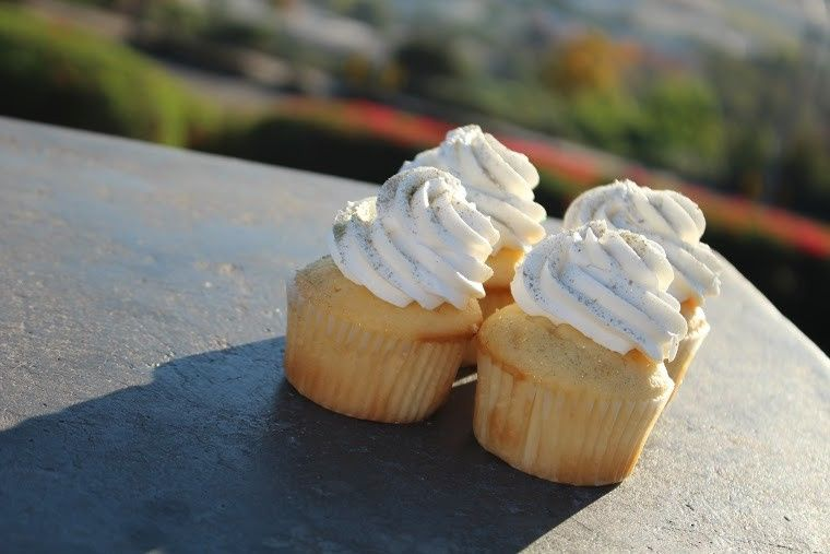 Vanilla cupcakes with butter cream icing and gold dust, yum!