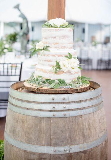 Naked wedding cake | Photo credit AshleyNicolePhoto