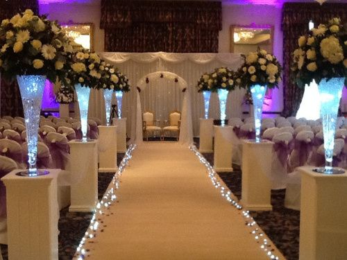 hardwick hall with cream carpet and arch
