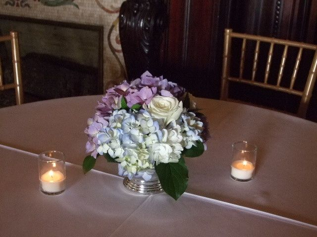 Tmx 1489165416652 Hydrangea Rose Centerpieces 012 Atlanta, Georgia wedding florist