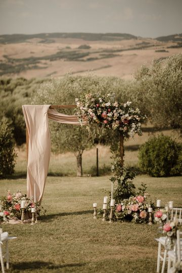 Ceremony in the Tuscan hills