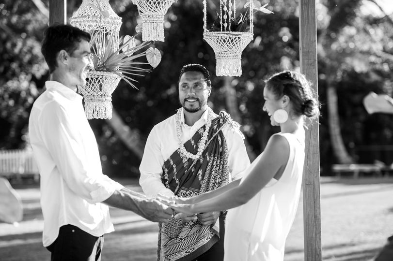Hawaiian Kahu Officiant