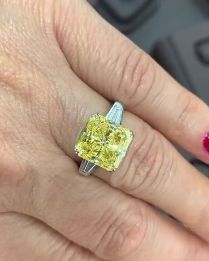 Stunning yellow diamond