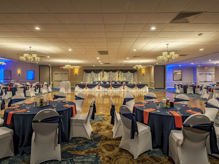 Tmx 1521123619 2f04dc685080eb40 1521123616 20095d90f19aaecc 1521123711586 4 HOLIDAY INN STRONG Strongsville, OH wedding venue