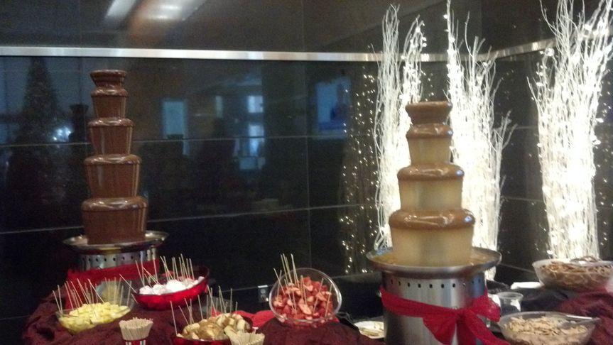 Large Chocolate & Medium Caramel Fountain.