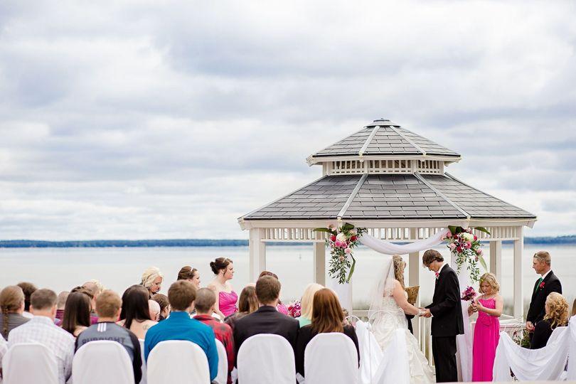 58473067dfb265da 1480446057976 outside wedding