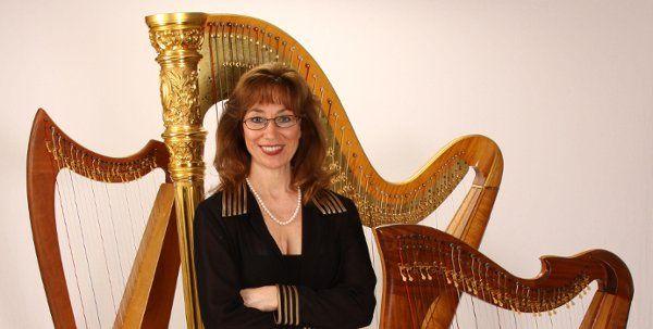 PamCooperShootw harp077 jpg3hpsblgoldpantstance