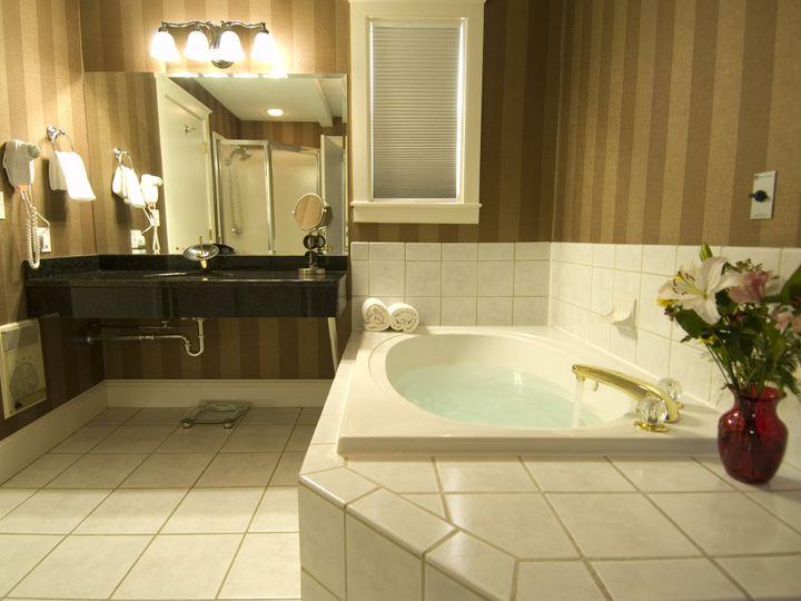 Tmx 1440528067246 Room 438 Bathroom 1 1 Montpelier, VT wedding venue