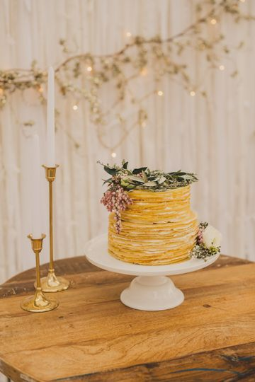 Rustic barrel wedding cake