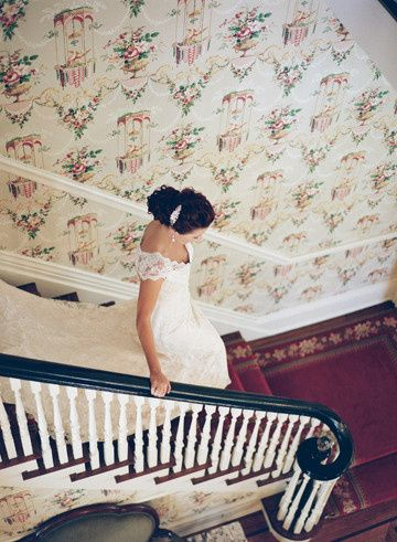 Going down the stairs | Photography by Bella Grace Studio