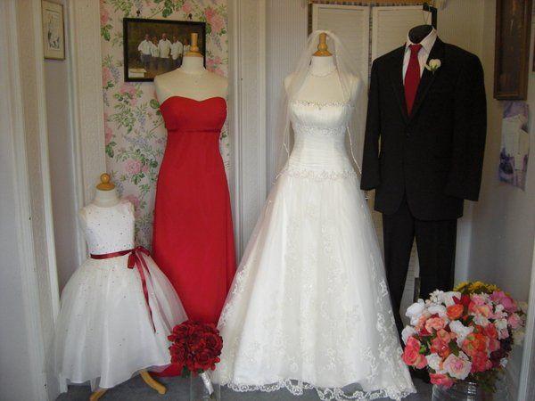 Brides 39 n maids dress attire santa rosa ca for Santa rosa wedding dresses
