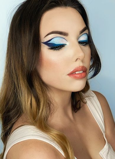 Blue Graphic Liner Look