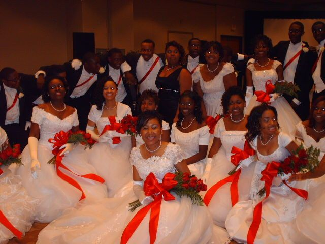 Couple with their bridesmaids and groomsmen