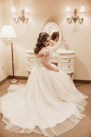Bride by the mirror