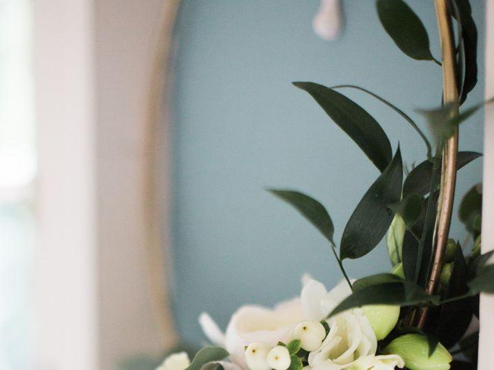 Tmx Lucklovephotographywashingtondcweddingphotographerwoodlawnweddingmegannategettingready53 0074 51 1113571 158307111522752 Easton, MD wedding florist