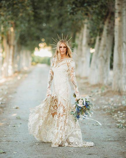 A stunning modern bride