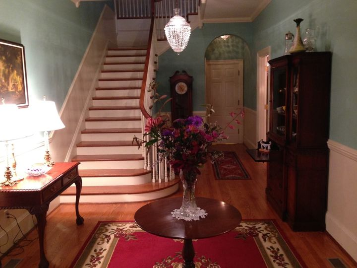 Grand entrance at hill crest bed & breakfast