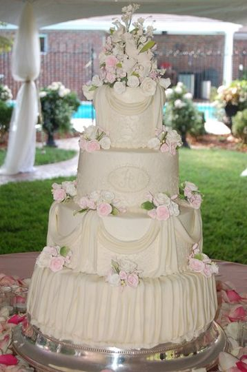 This is an elegant Traditional cake.  The setting is the Brides Parents back yard.  The reception...