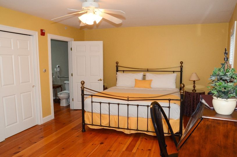 One room Handicap Suite with King bed