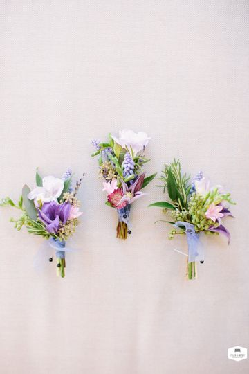 Beautiful bouquets for bride and bridesmaids