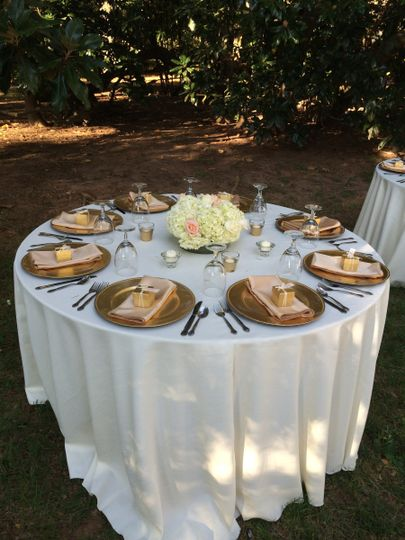 Outdoor round table setup