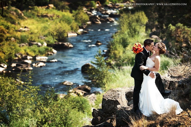 Weddings along the deschutes river in bend, oregon