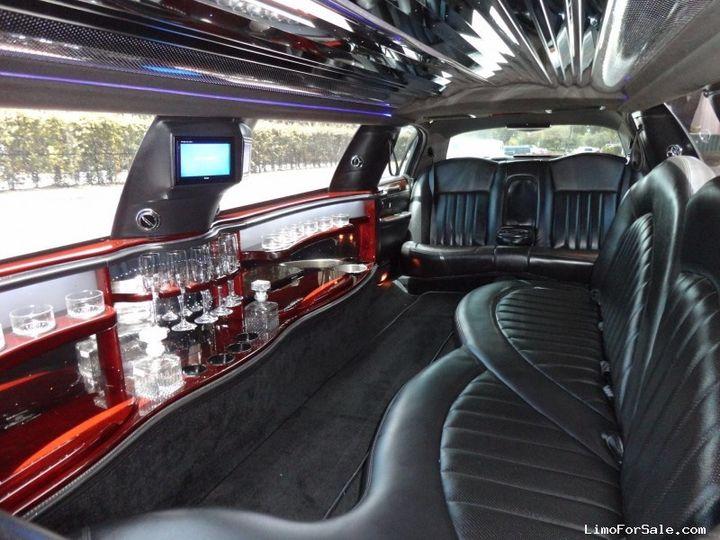 Lincoln Stretch 8 passenger