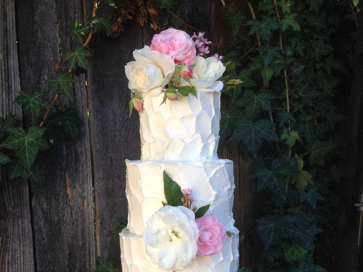 Tmx 1522967701 60f946fb3141b46b 1522967700 C03dd401d2bd1673 1522967699293 2 Textured Santa Barbara wedding cake