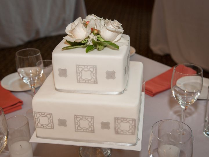 Tmx 1522967756 668cc1c0ea3f946f 1522967754 62a3704a830320b7 1522967752130 6 ShaunaandJulianbyT Santa Barbara wedding cake
