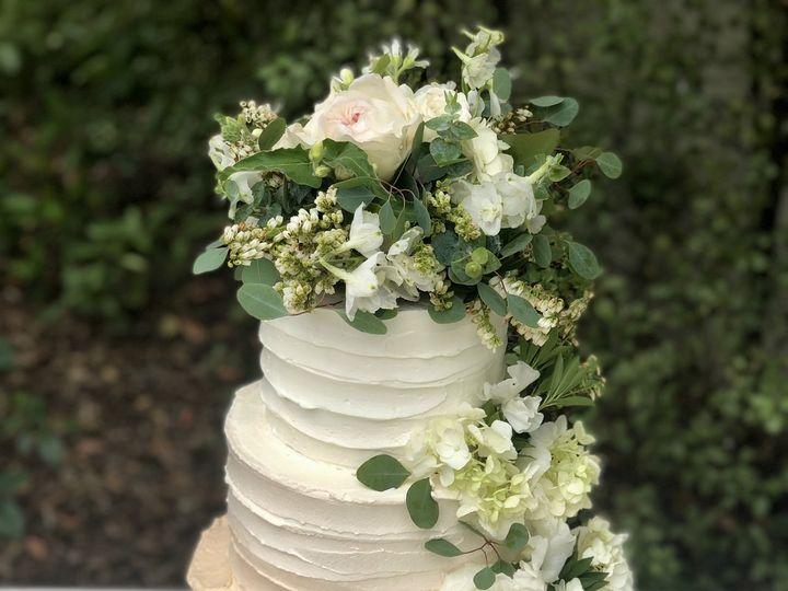 Tmx Img 3957 51 703871 161204381310140 Santa Barbara wedding cake