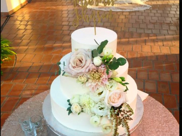 Tmx Screen Shot 2019 04 22 At 1 30 58 Pm 51 703871 161204375747766 Santa Barbara wedding cake