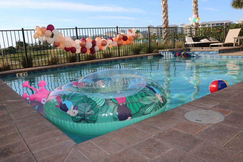 Fun poolside setup