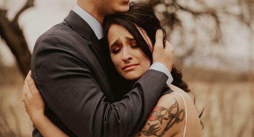 Couple embracing - BRIANNA GOMEZ PHOTOGRAPHY