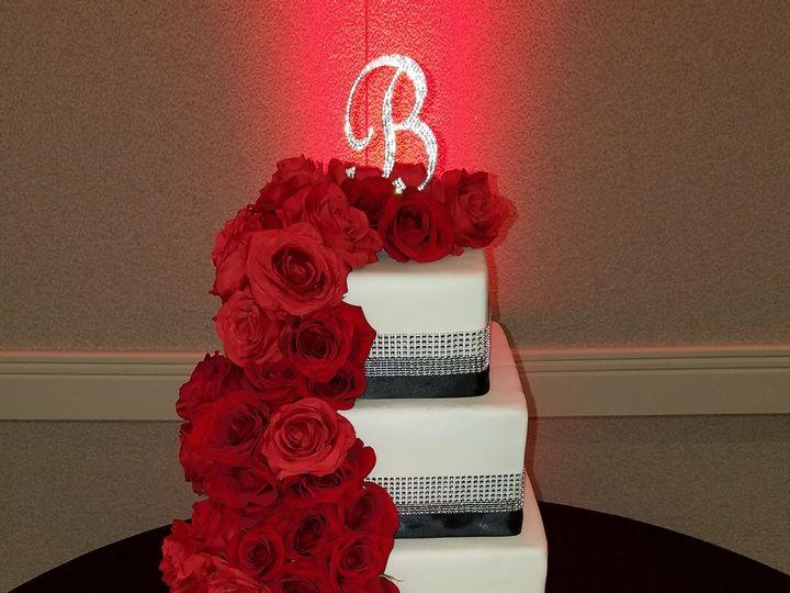 Tmx 1516803402 B36c0fec40031a54 1516803399 9c9ae6faed47833f 1516803397633 2 Red Rose Columbus, OH wedding cake