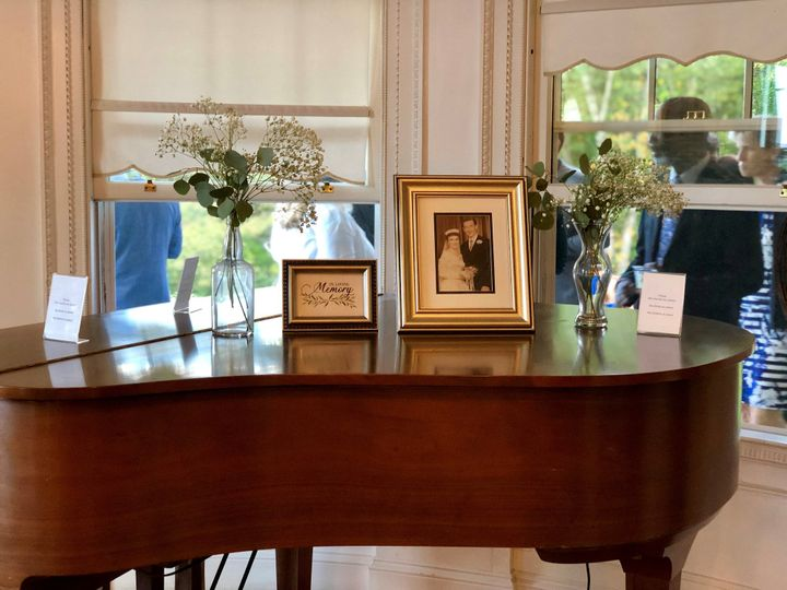 Elegant piano decor