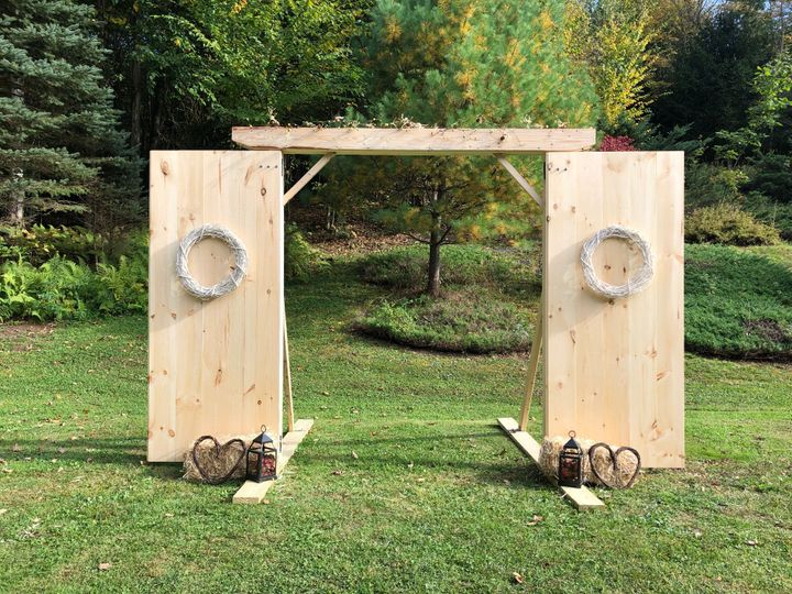Natural Wood Entryway Rental
