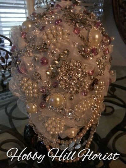 Brooch bouquet  in a short cascade style