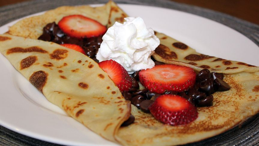 Crepe with stawberry and whip cream