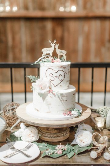 2-tier wedding cake