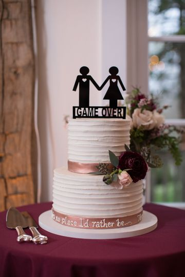 Elegant 2-tier wedding cake with pink detailing