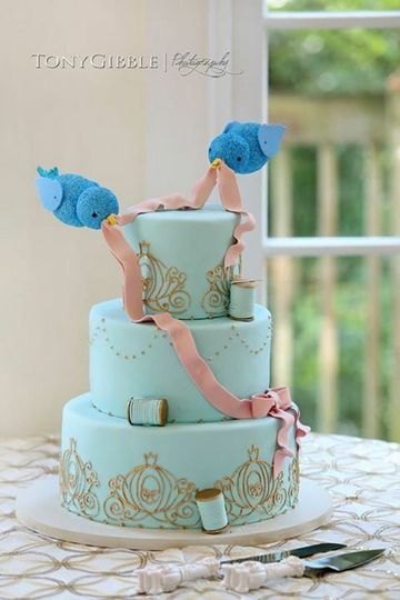 Blue wedding cake with gold detailing
