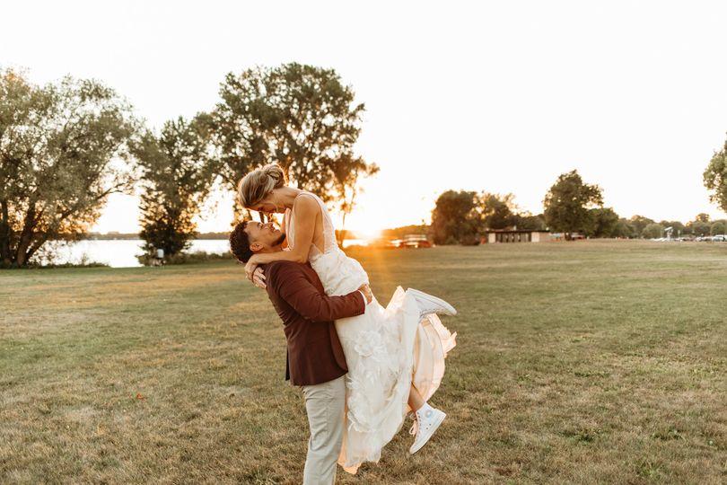 allexx b photography madison wi backyard wedding 18 51 1917081 159901171126021