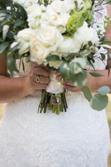 Personalized touches to the bouquet