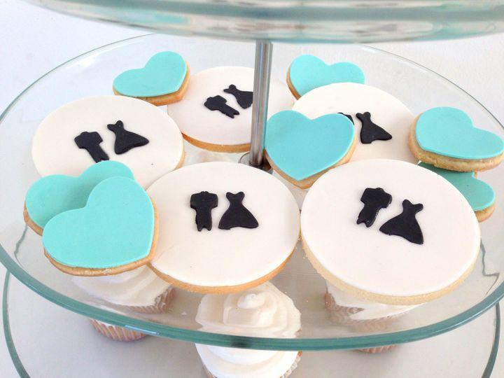 baby beas bakeshop bw wedding cookies 2