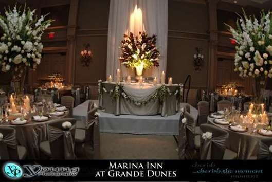 The Marina Inn can accommodate all types of settings including this traditional, floral setting.