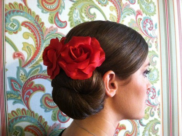 Red roses on hair