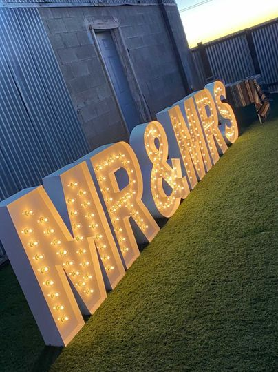Light-up letters