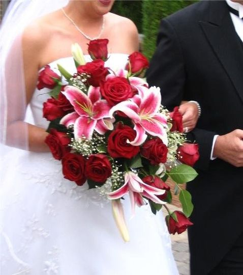 Red rose & Stargazer Lily bouquet